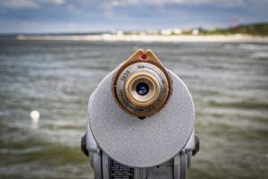 binoculars 4367215 1920